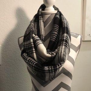 LOFT black and white plaid infinity scarf